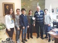 בית הספר 'דה שליט' מקיים תערוכה לזכר השואה והגבורה