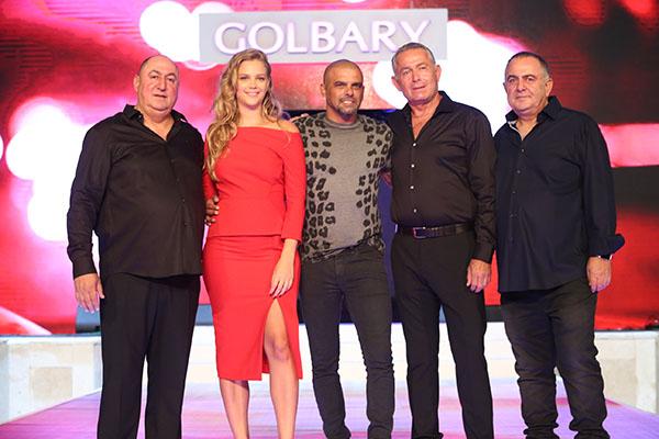 מימין דוד ויעקב גולברי עם אייל גולן אסתי גינזבורג ומשה גולברי (1)