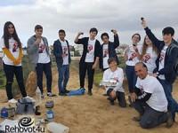 מדריכים צעירים בסיור בגבעות הכורכר
