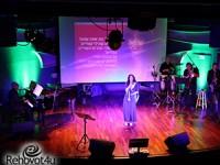 שרים במוזיאון לזכר עפרה חזה