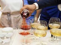 איך להפיק אירוע הרמת כוסית בלתי נשכח