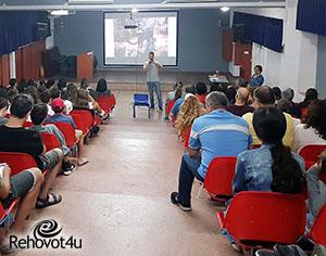 בתיכון דה שליט החלו בפיילוט המשלב מעשים טובים וטכנולוגיה