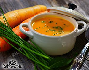 מרק כתום המסייע לחיזוק הגוף לקראת החורף