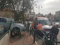 אדם נפגע בעקבות רכב שנפל מחניון בסמוך לקניון