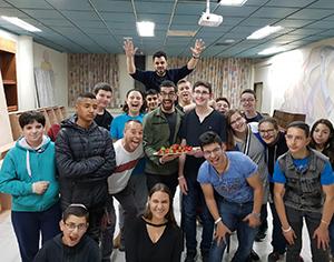 אירועי אביב לנוער: החיים שלהם תותים עם חנן בן ארי
