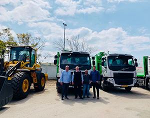 תגבורת משמעותית לחזות העיר: 6 משאיות אשפה חדשות, שופל ובובקאט