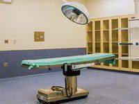 מיטת הניתוח נשברה והמטופל נותר נכה