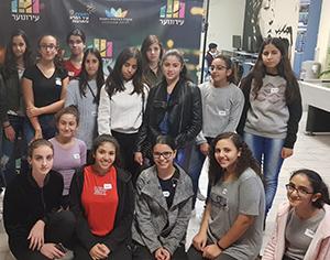 העצמת נערות בעירונוער: סדנת פוטותרפיה בבית הספר למנהיגות נוער