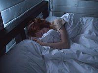 איך שומרים על שגרת השינה של בני הנוער גם בקיץ?