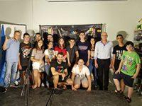גם לבני הנוער: חן מזרחי בהופעת סטנד אפ סוחפת
