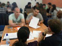 """""""תופסים כיוון"""": מנטורים בכירים מלווים אקדמאים בשוק התעסוקה"""