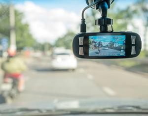 שוקלים לקנות מצלמה לרכב?