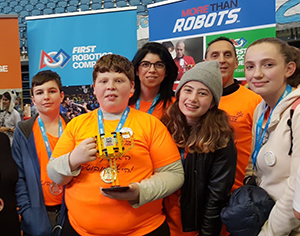 """תלמידי אמי""""ת המר ודה שליט מובילים בתחרות הרובוטיקה האזורית"""