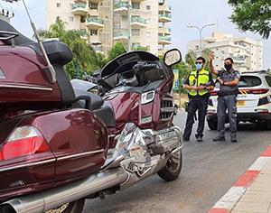 ברחובות רוכבים בזהירות