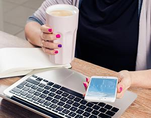 עסק יעיל עובד עם תוכנה לניהול עסק