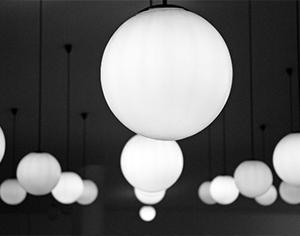 לאיזה חלל בבית יתאימו מנורות תקרה?